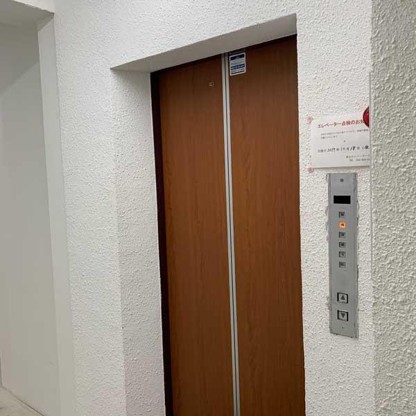 壁裏にあるエレベーターです。